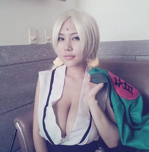 Người mẫu game ngực khủng bố hơn 100cm 9