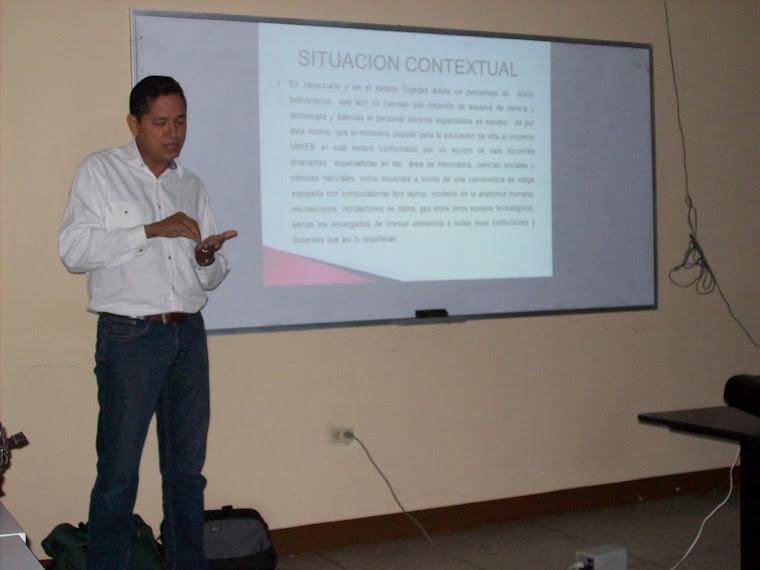 Lcdo. José Luis socializando el quehacer de la Unidad Móvil Integral de Educación Bolivariana