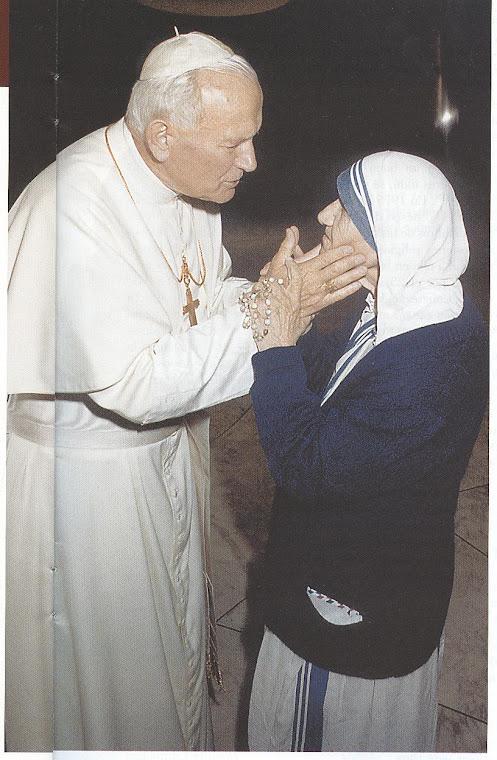 A verdadeira santidade consiste em fazer a vontade de Deus com um sorriso. - Madre Teresa