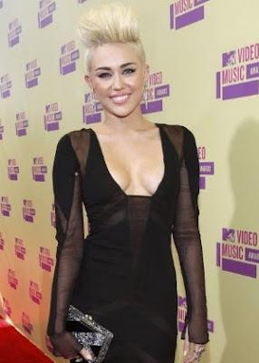 Miley Cyrus, a ex Hannah Montana, com seu novo visual: Cabelo Platinado e super Curto!