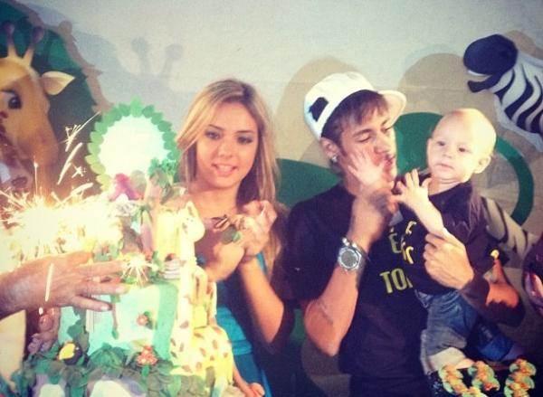 Neymar with his wife Carolina Dantas enjoying with their son David
