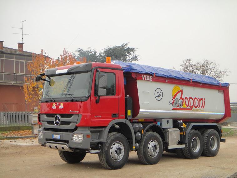 Marzo 2013 Camion 4 assi da cava Mercedes Actros