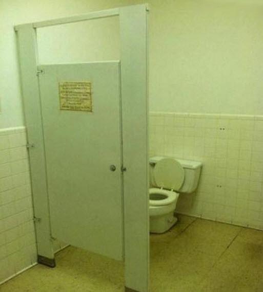 Inodoros Baños Publicos: , el local tiene 12 lavabos, pero sólo dos inodoros