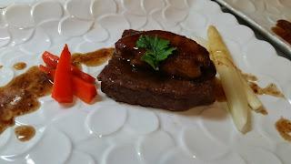 横浜の出張シェフ:フォアグラと牛肉のロッシーニ風