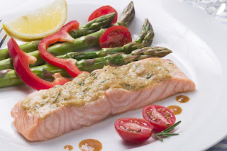 salmon with a side of asparagus, red peppers and cherry tomatoes