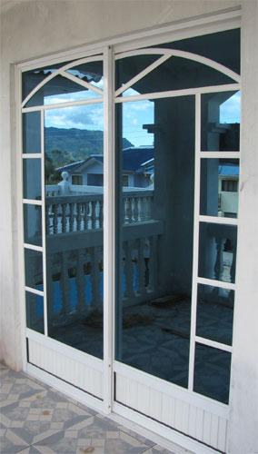 Proyectos construcci n y mantenimiento for Puerta corrediza de aluminio