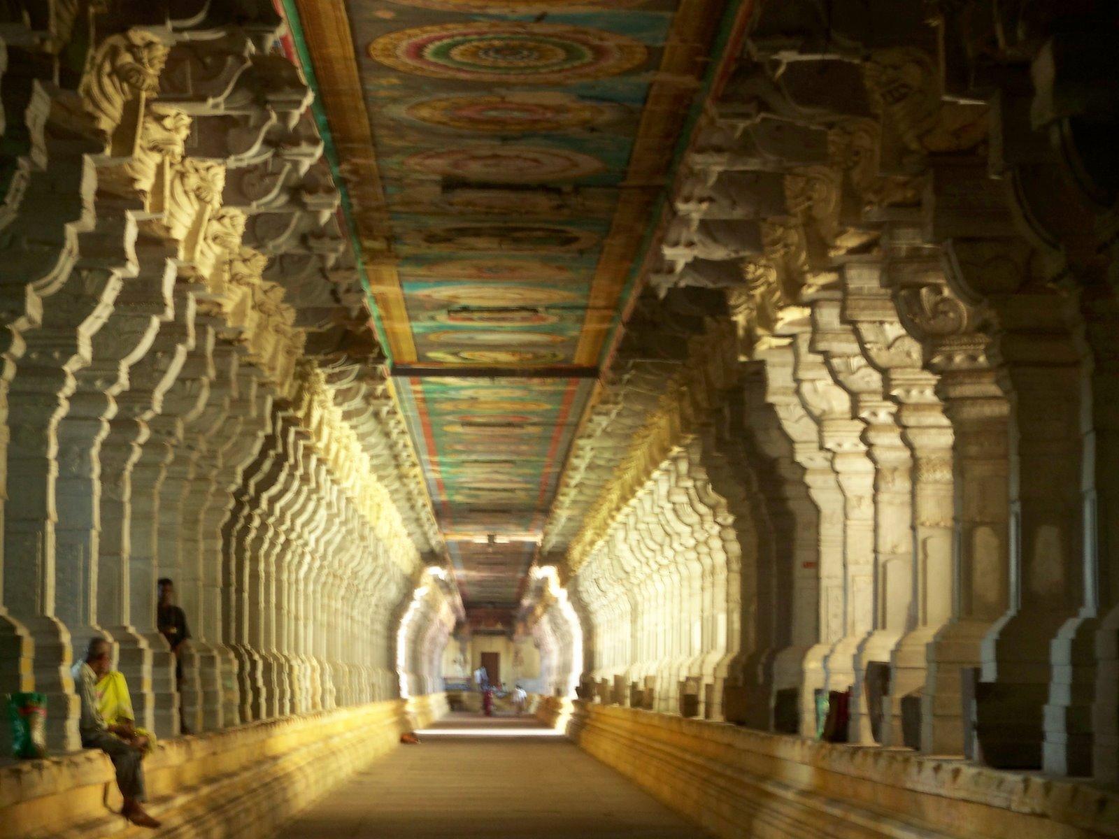 Najlepši hramovi na svetu - Page 2 1000_thousand_pillar_hall_madurai_meenakshi_aayiram_kal_mandapam