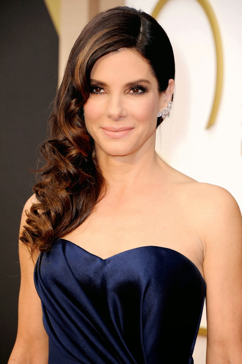 Who had the best beauty, hair and makeup at the Oscars in 2014. Sandra Bullock.
