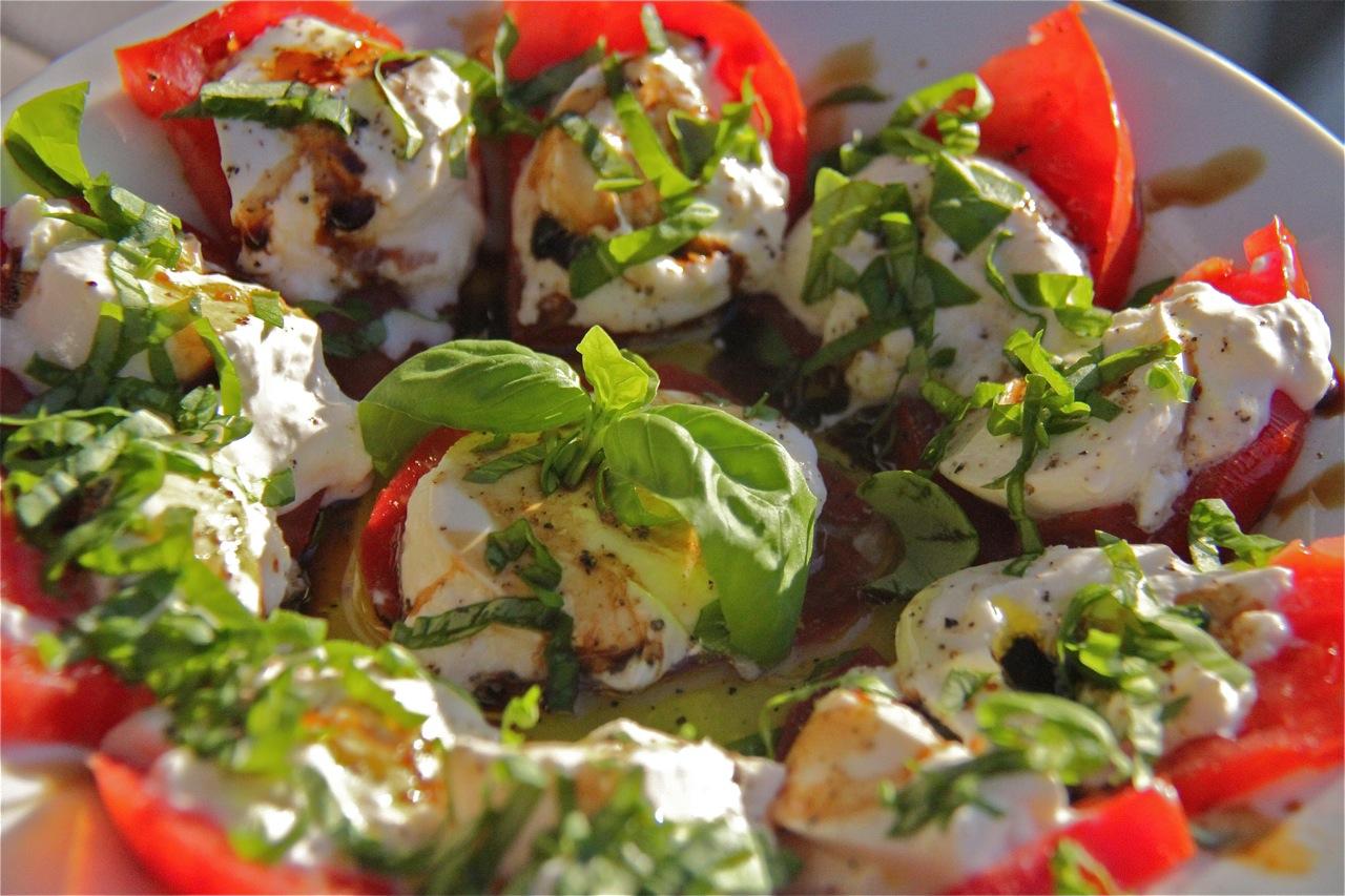 Foodtravelinsider: Fast Simple Summer Caprese Salad