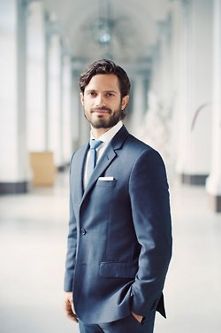 New official portrait of Prince Carl Philip and Sofia Hellqvist