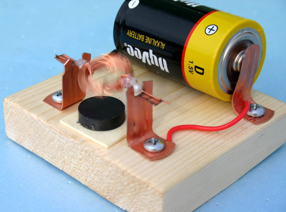 simple electric motor How to make a simple electrical circuit a circuit is a closed path that electrons flow along a simple electric circuit contains a power source (battery), wires, and a resistor (light.