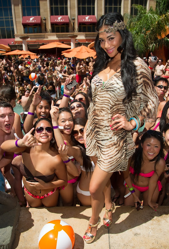 Nicole Scherzinger celebrates her birthday with strangers at Tao Beach
