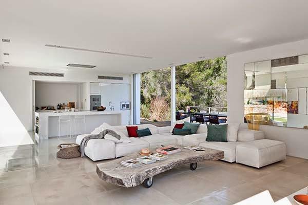 Estilo rustico casa moderna y rustica en ibiza for Casa moderna rustica