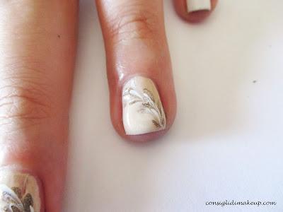 nail art petali di colore