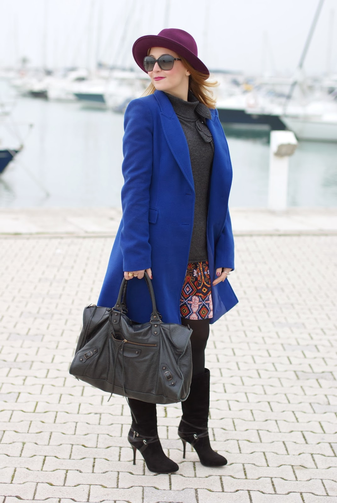 Paola Frani cappotto, cobalt blue coat, Naf Naf miniskirt, Balenciaga work bag, Cesare Paciotti boots, Fashion and Cookies, fashion blogger