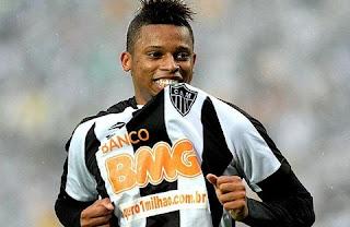 O Galo fez um investimento de R$ 20 milhões de reais pelo atacante, que não deu praticamente retorno nenhum dentro de campo. Pouquíssimo aproveitado por Levir Culpi, André acertou sua transferência ao Sport, de Recife.