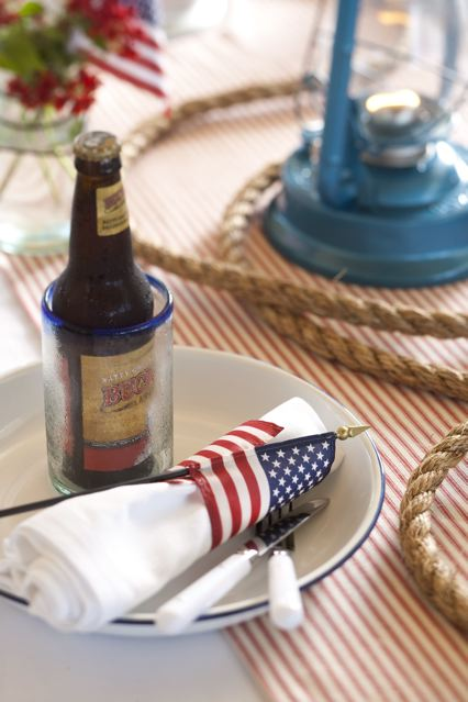 Fourth of July napkin holder, flag