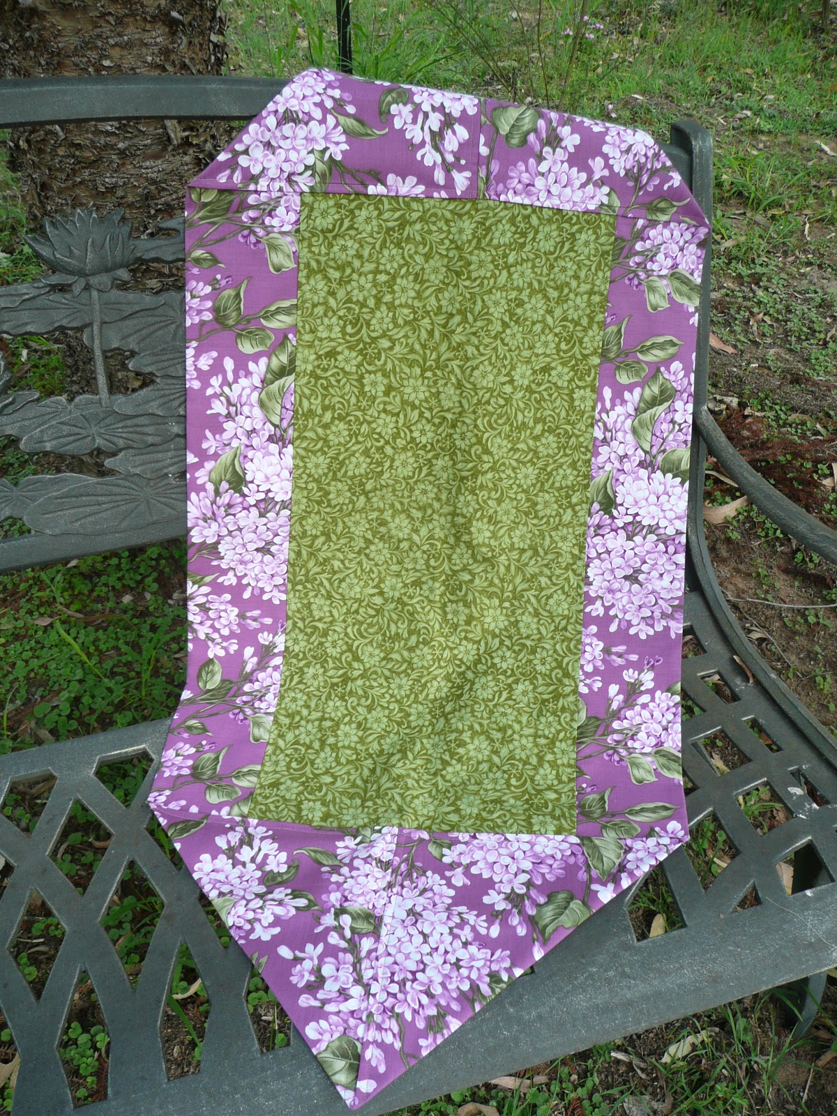 With needle and thread busy busy busy for 10 minute table runner 30 minute tote bag