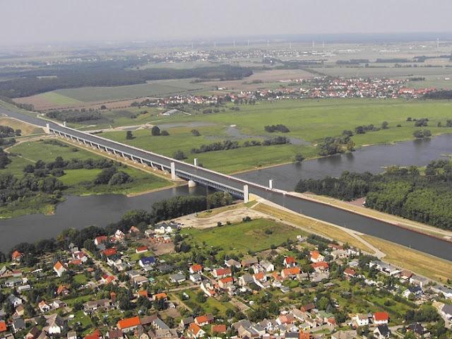 نهر فوق نهر في المانيا River%20over%20a%20River%20in%20Germany%20%283%29
