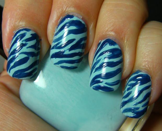 deez nailz zebra nail art & plug