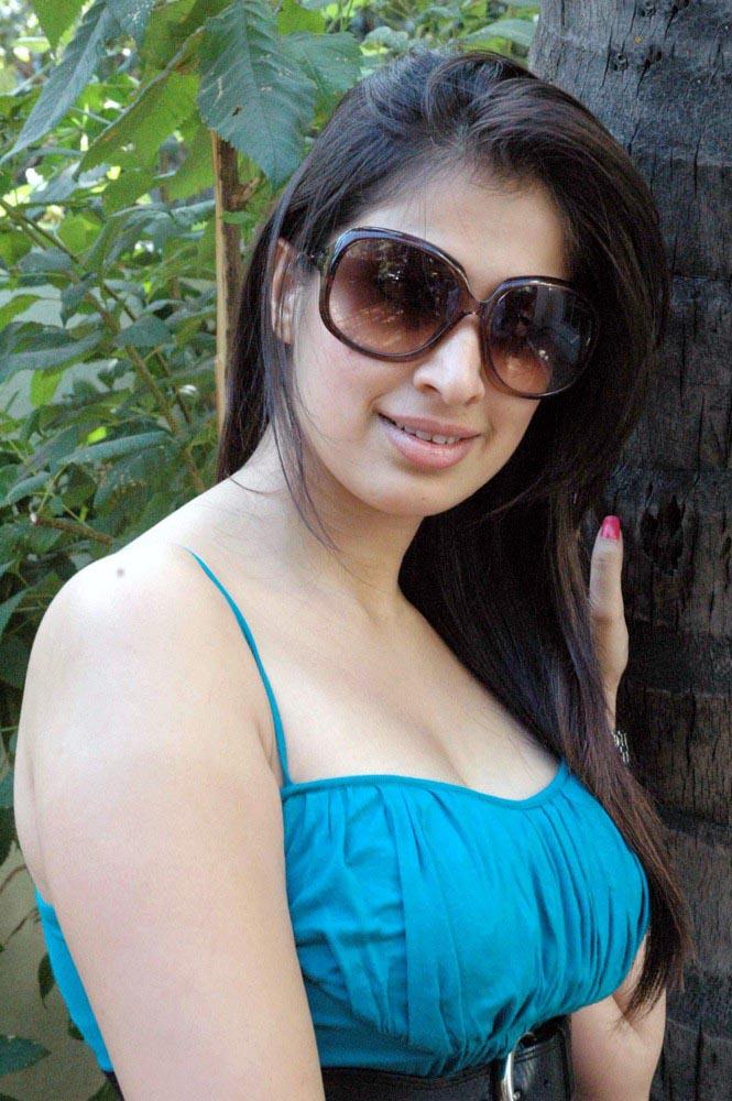 Sexy boobs of tamil actress