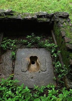 первый в мире на Земле древнейший туалет и унитаз с водяным сливом