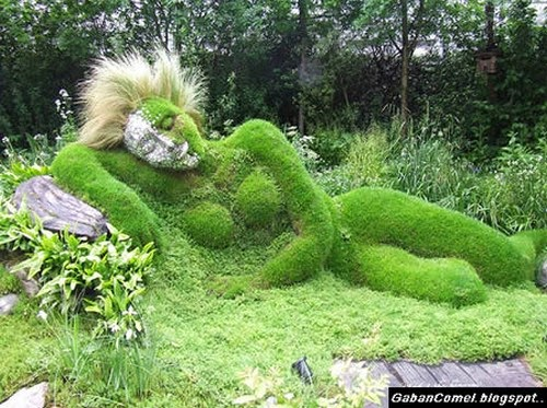 9 Gambar Bentuk Patung Yang Unik Diperbuat Dari Rumput Yang Menakjubkan