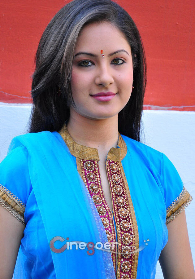 Pooja Bose In Jeans Pooja Bose Photo Galle...