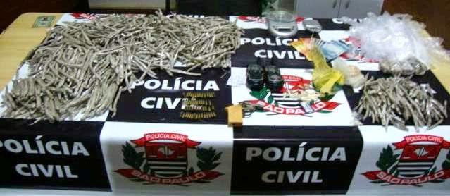 POLÍCIA CIVIL DE REGISTRO APREENDE GRANDE QUANTIDADE DE DROGAS, PRENDE UM TRAFICANTE E APREENDE DOIS ADOLESCENTES NO JARDIM CAIÇARA II