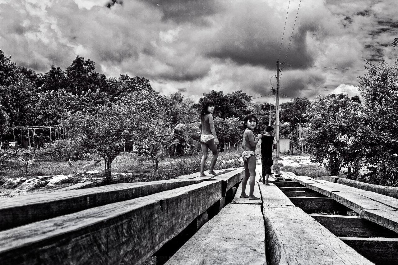 Na ponte da aldeia, by José Lins / PhotoConversa