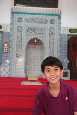 Iqbal Cjr di Mesjid