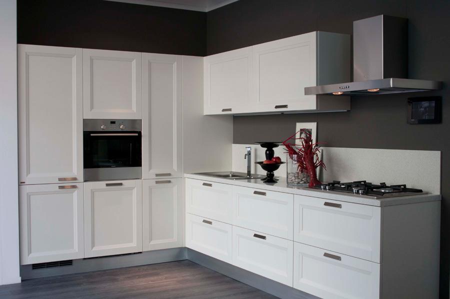 esercizi di stile rosso in campagna. Black Bedroom Furniture Sets. Home Design Ideas