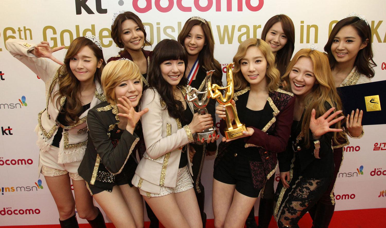 http://4.bp.blogspot.com/-xNoRpe2anDs/UFxBUZdHr2I/AAAAAAAAHcQ/idNYBM4xADo/s1600/SNSD+Golden+Disk+Awards+2012.jpg