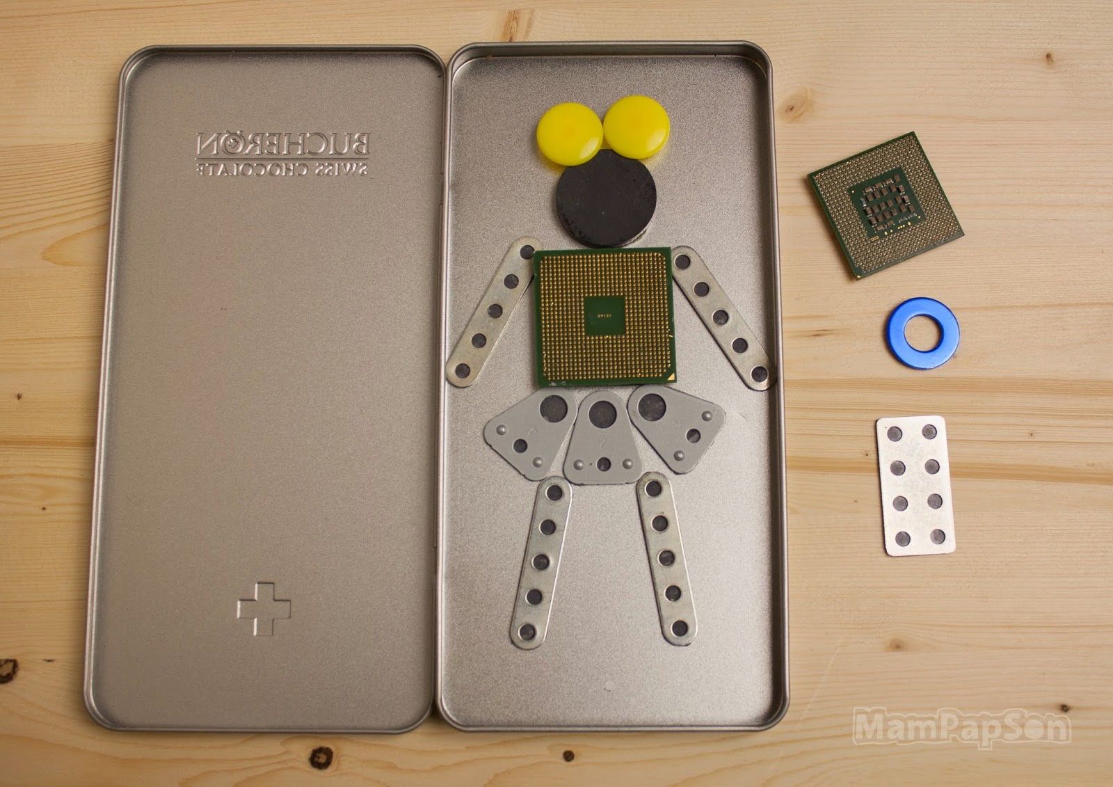 Робот на магнитах-2