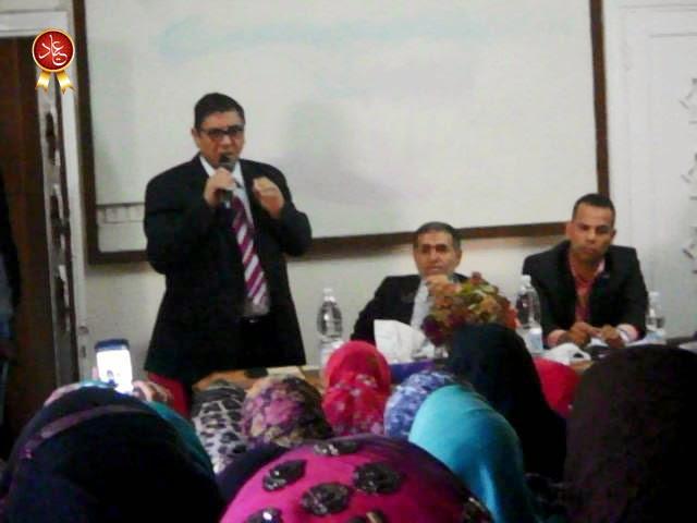 الاستاذ حسن فتحي في كلمته إلى المعلمين خلال اللقاء