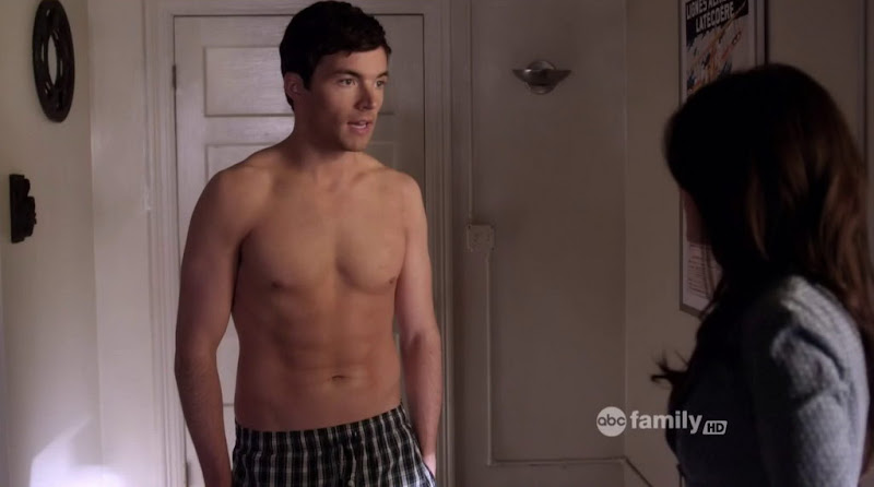 Ian Harding Shirtless in Pretty Little Liars s2e01