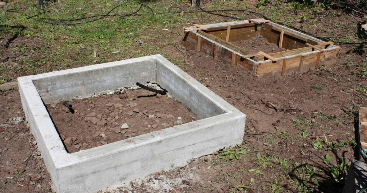 The Messy Gardener: Concrete Raised Beds - Second Try