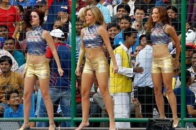 Cheerleaders Dancing photos