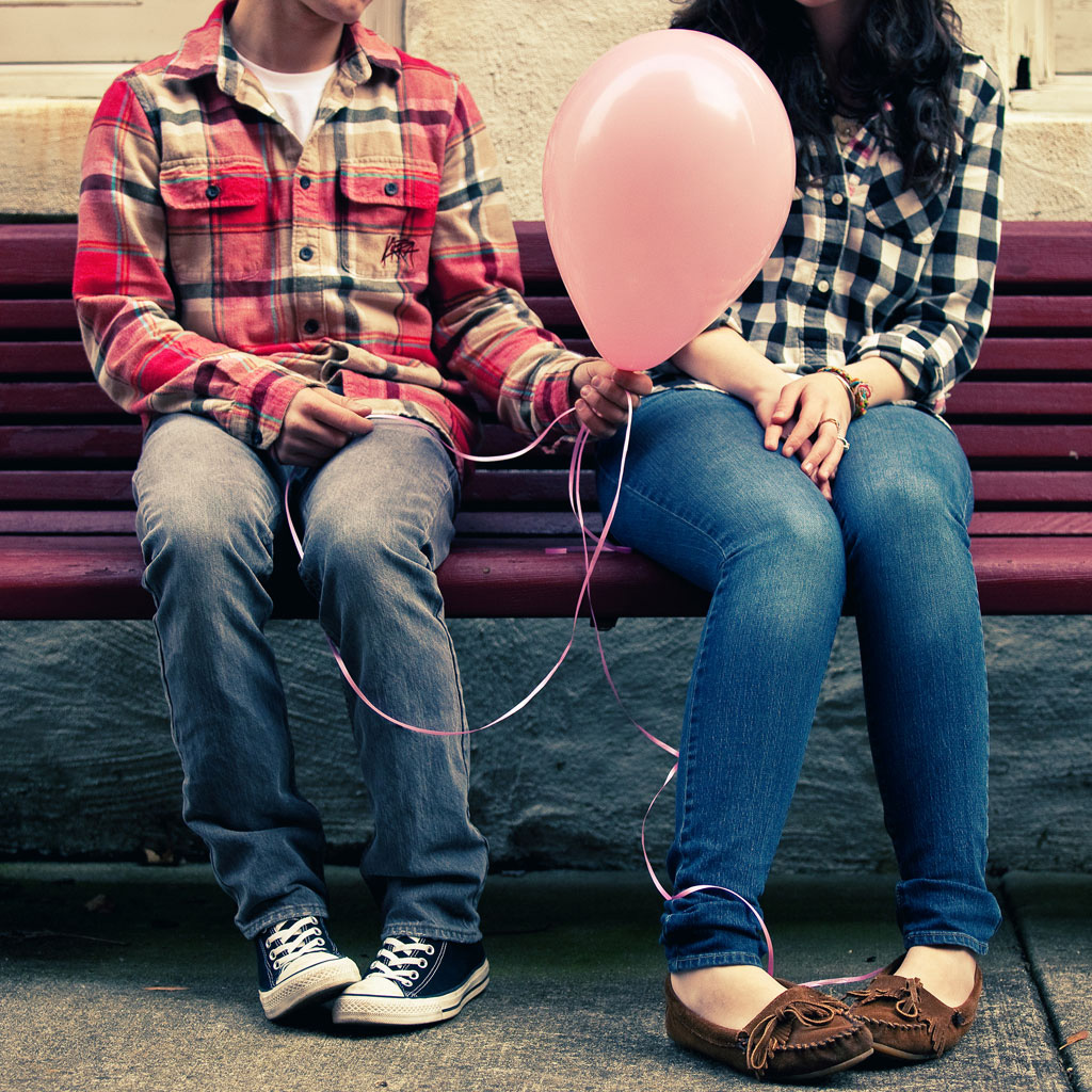 http://4.bp.blogspot.com/-xP0SV8zGiK0/TWOSMZu-WYI/AAAAAAAAADA/TOm28Q4SZp8/s1600/love-balloon-ipad-wallpaper.jpg