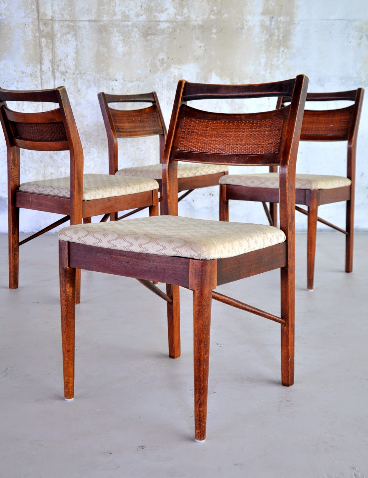 Lovely Select Modern Set Of 4 American Martinsville Dining Chairs