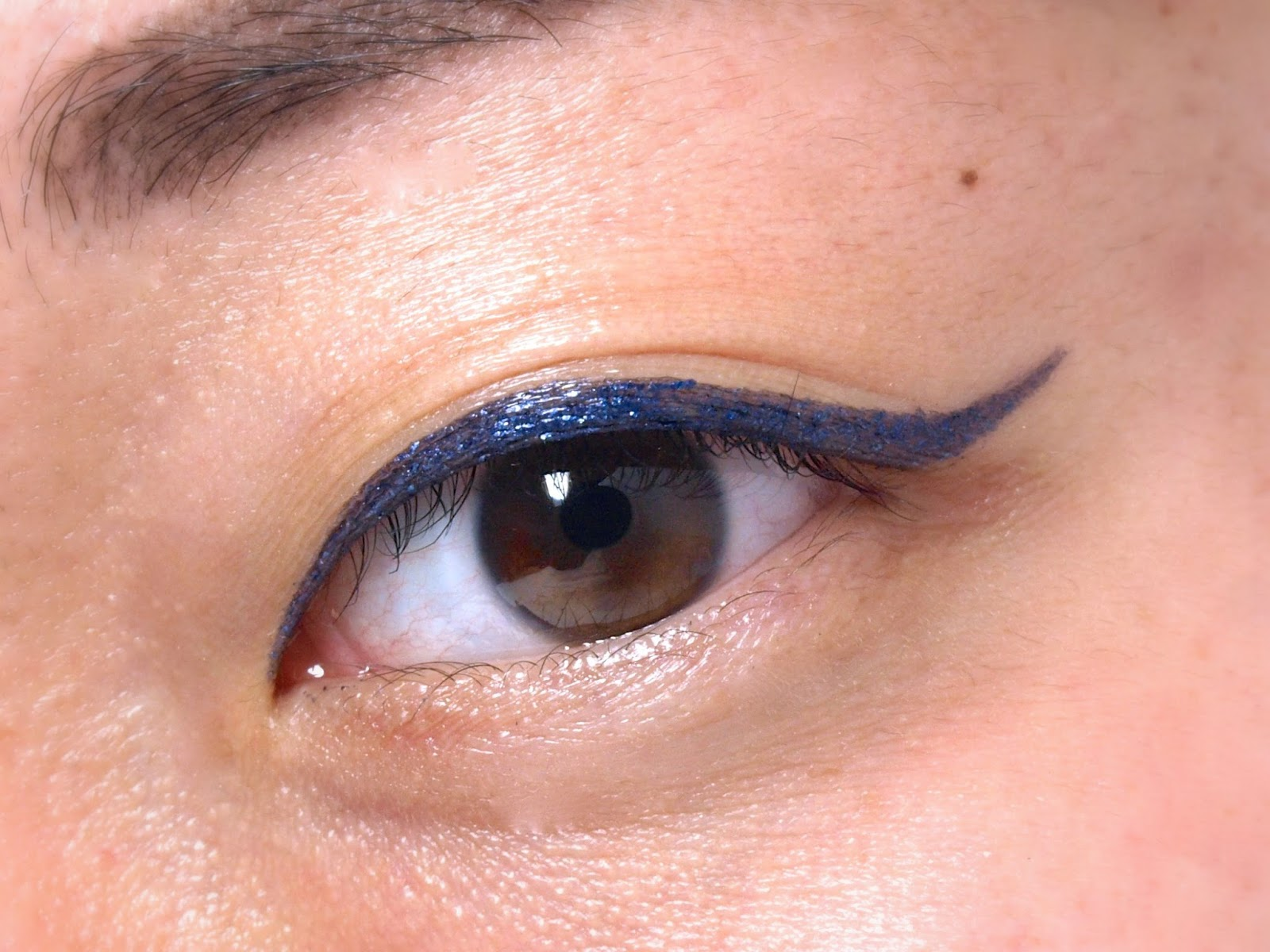 "Stila Magnificent Metals Eye Liner in ""Metallic Navy"": Review and Swatches"