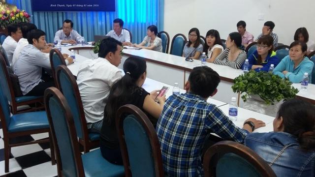 NLĐ làm việc với cơ quan chức năng quận Bình Thạnh vào sáng 5.1