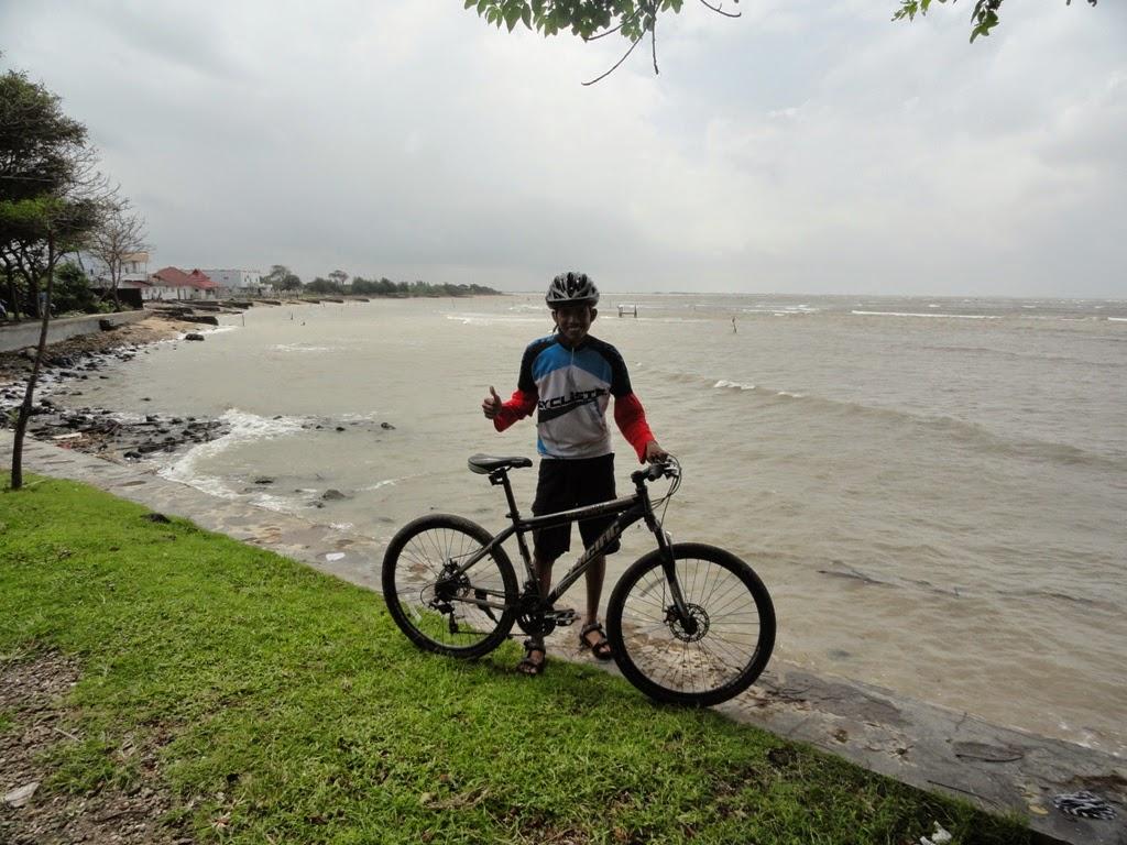 Mengabadikan gambar dulu dipantai Teluk Awur, Jepara