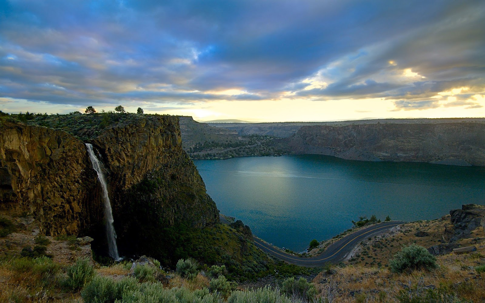 Wallpaper a day nigeria falls waterfall and lake wallpaper for Home wallpaper nigeria