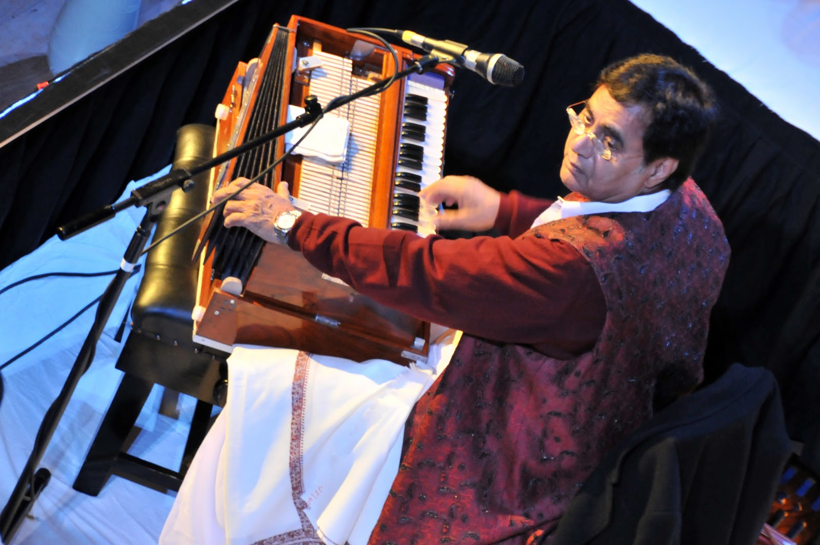 history of ghazal singing The west bengal cm wished the late ghazal singer jagjit singh a happy birthday on twitter realising her the mistake, she soon deleted the tweet realising her the mistake, she soon deleted the tweet.