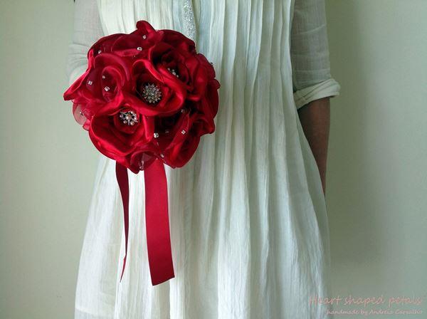 ramo de rosas vermelhas com brilhantes