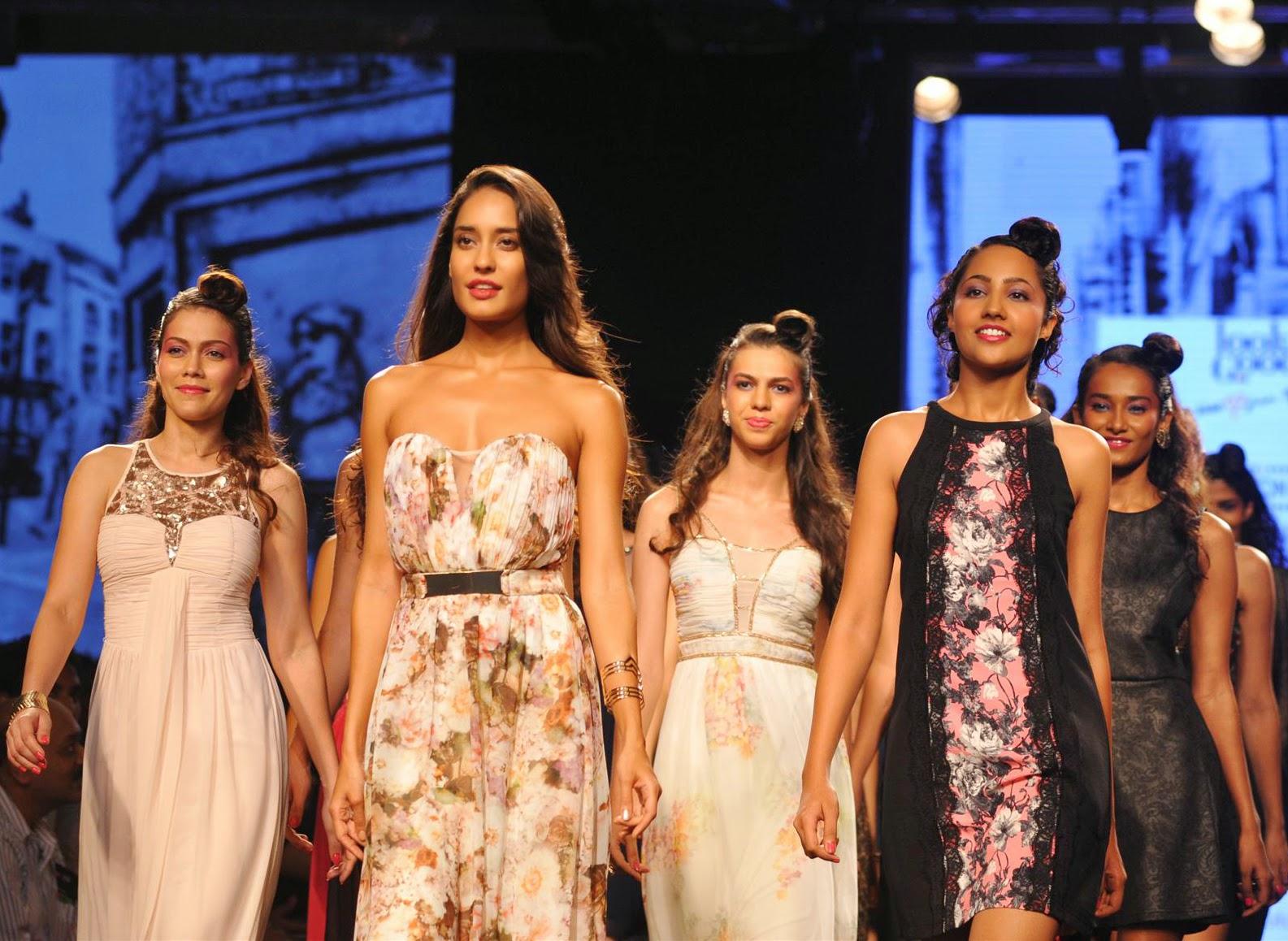 Lisa Haydon Ramp Walk at Myntra Fashion Weekendc