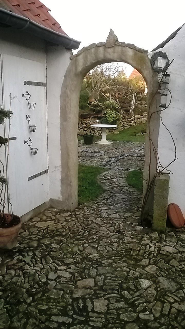Garten wand gemauert neuesten design for Gemauerter gartenteich