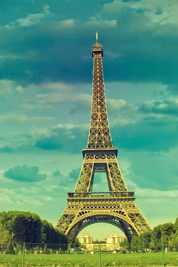35 Free Awe-Inspiring <b>Eiffel Tower Wallpapers</b> | Naldz Graphics