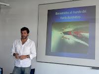 Biografia de Juan Velarde a Wikipedia com a campió d'acrobàcia aèria.